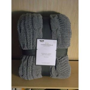 NWT gray chenille cable knit blanket twin